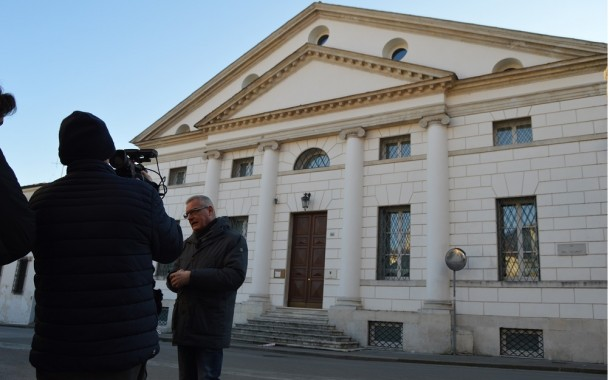 """Banche venete, presentato il conto ai risparmiatori """"quasi 27 miliardi di euro"""""""