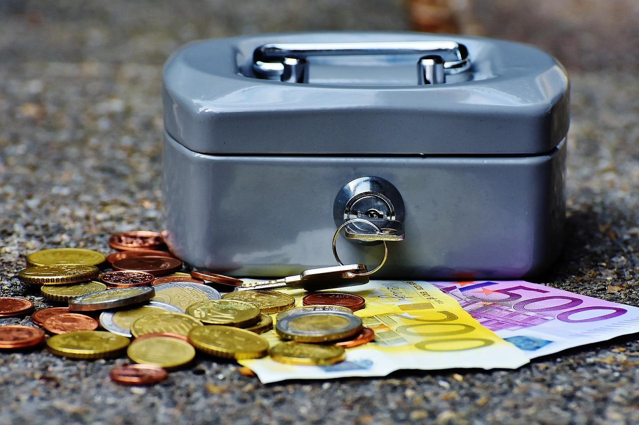 La conta dei risparmi degli italiani:  951,98 miliardi di euro di cui 4 sotto la mattonella.
