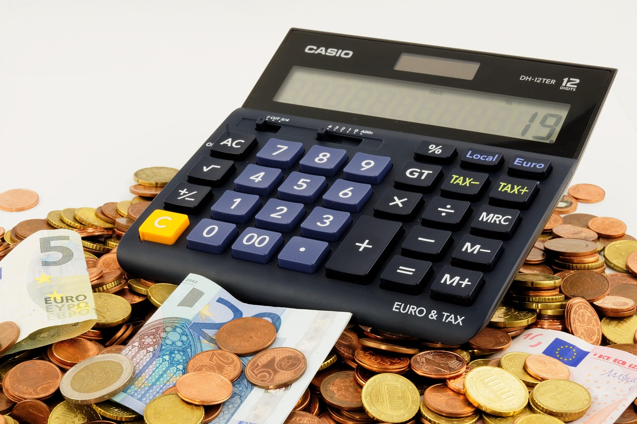 Le banche stanno arbitrariamente chiudendo i conti correnti e aumentando le spese di gestione