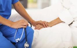 Cercasi infermieri da impiegare nei lidi a mille euro al mese o 5 euro l'ora.