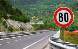 Ti abbasso i limiti di velocità e ti obbligo alla violazione e alla multa
